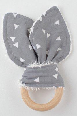 Bijtring met konijnenoren grijze driehoekjes