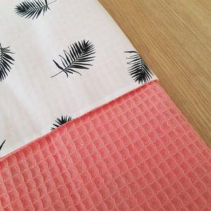 Wagendeken met roze wafelstof en palm veertjes