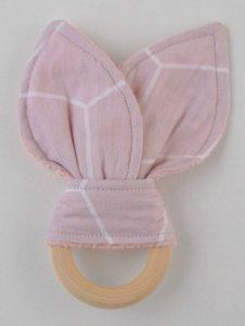 Bijtring met konijnenoren roze geo