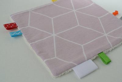 Label/ knisperdoekjes roze geo